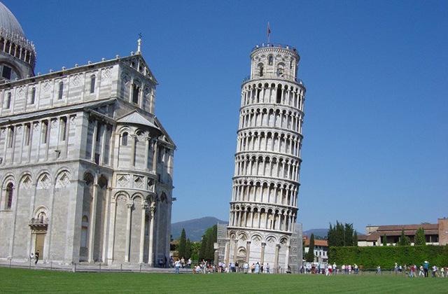 Tháp nghiêng Pisa, Pisa