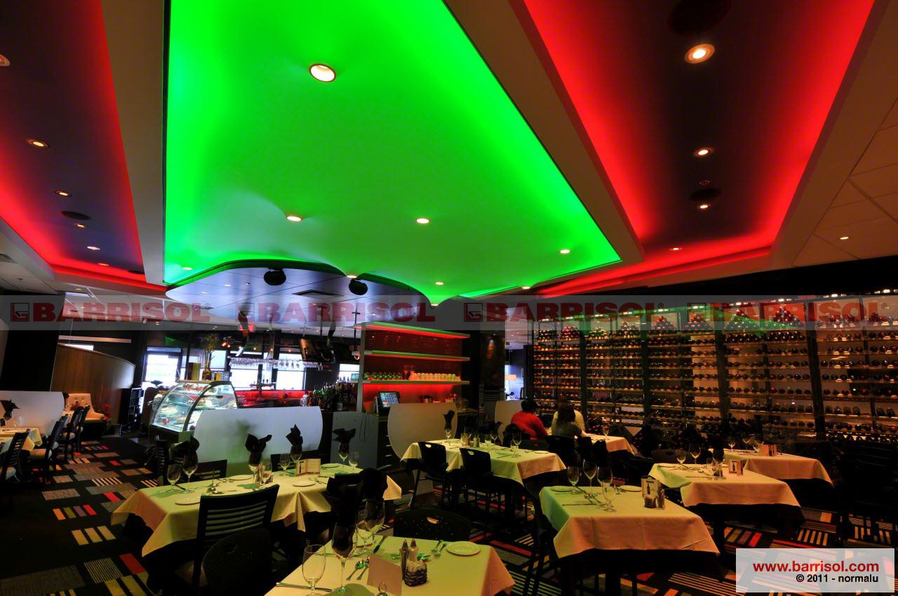 trần xuyên sáng màu - giải pháp trang trí và chiếu sáng lý tưởng cho nhà hàng