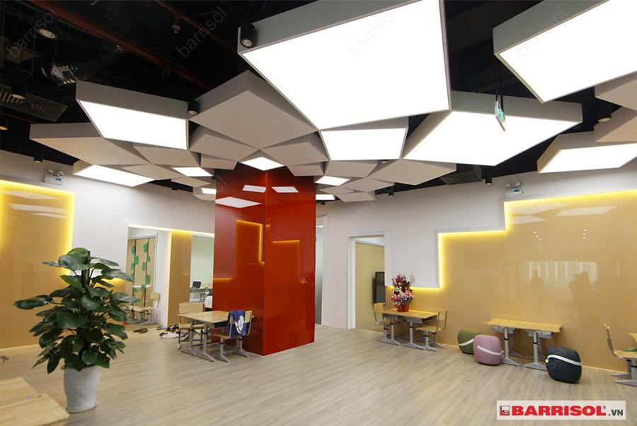 Tổng hợp mẫu trần xuyên sáng đơn giản cho văn phòng hiện đại